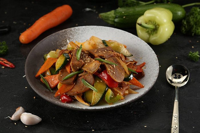 Fried beef tongue with vegetables